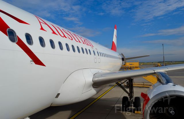 Airbus A320 (AUA783) - Boarding at Vienna Intl Destination Bucarest Otopeni