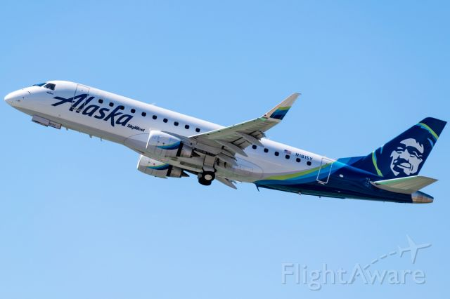 Embraer 175 (N181SY) - Alaska operated by SkyWest departing for San Jose, California