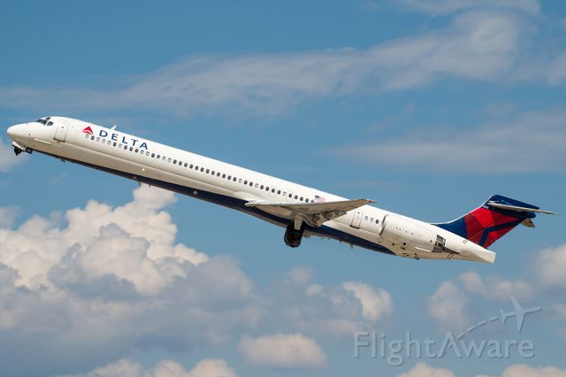 """McDonnell Douglas MD-90 (N962DN) - Delta 869 rocketing out for MSP. Full Photo: <a rel=""""nofollow"""" href=""""http://www.airliners.net/photo/Delta-Air-Lines/McDonnell-Douglas-MD-90-30/2683174/L/&sid=d284fa981c7d503949c7c74ac099366e"""">http://www.airliners.net/photo/Delta-Air-Lines/McDonnell-Douglas-MD-90-30/2683174/L/&sid=d284fa981c7d503949c7c74ac099366e</a>"""
