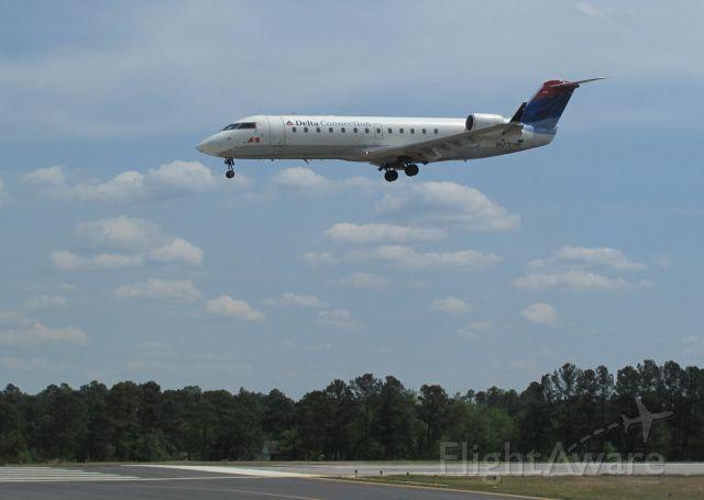 Canadair Challenger (N977EV) - Landing runway 06.