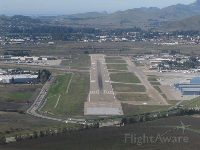— — - Cirrus SR22 final approach to 29 at San Luis Obispo, CA