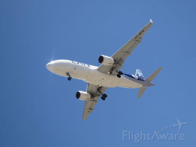 Airbus A320 (CC-BFW) - Landing LAN in SCEL RWY 17R