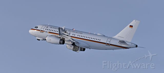 Airbus A319 (1502) - End runway 26 GAF883 touch and go training.