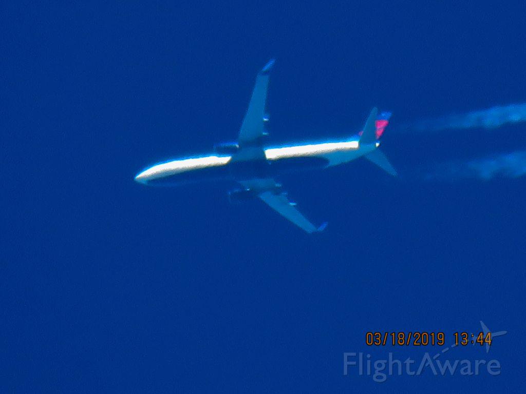 Boeing 737-900 (N815DN)