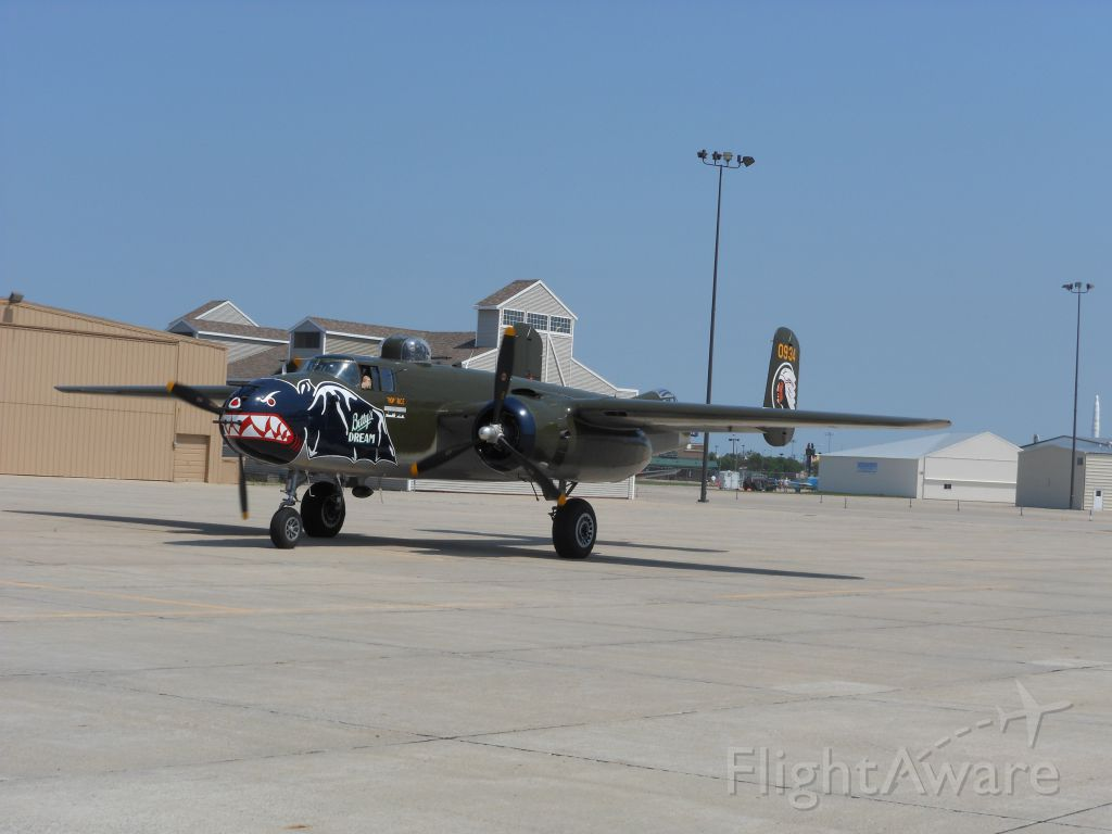 N5672V — - N5672V (s/n 10847686), a 1945 B-25J, if you look closely at the nose you can see the gunship modification which adds 8 .50 cal. Browning machine guns.