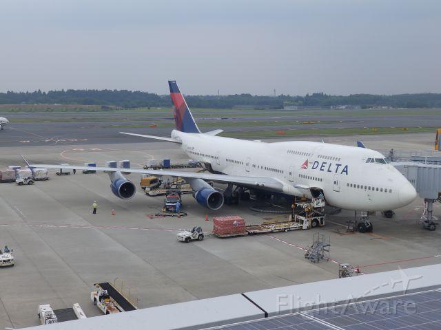 Boeing 747-400 (N662US) - Taken from the Terminal 1 observation deck (Olympus SP-820UZ)