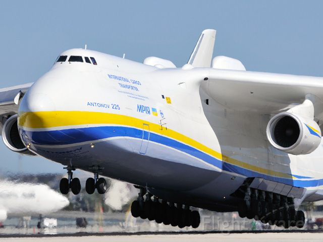 Antonov Antheus (UR-82060) - About to touch down on 26L