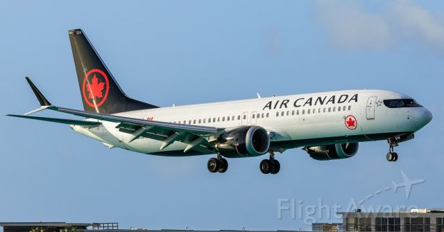 Boeing 737 MAX 8 (C-FSLU) - Air Canada airlines Boeing 737 Max 8 C-FSLU landing at TNCM St Maarten for the very first time since 2017 with their b737 max 8. Welcome back.