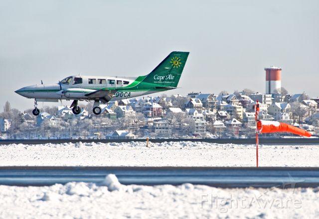 Cessna 402 (N290CA) - 33L arrival
