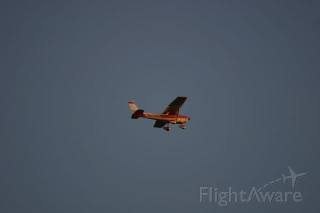 Cessna 152 (N25525) - on a downwind to Palo Alto Airport on 9/29/08