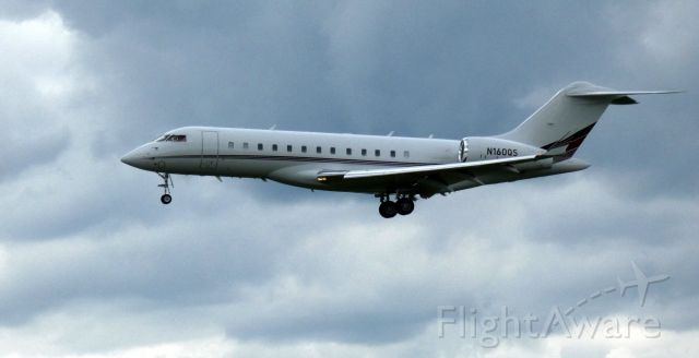 Bombardier Global Express (N160QS) - On final is this 2012 Bombardier Global Express 6000 in the Spring of 2021.