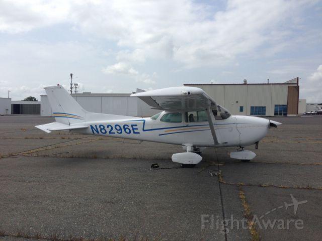 Cessna Skyhawk (N8296E) - At Wilson Air in CLT
