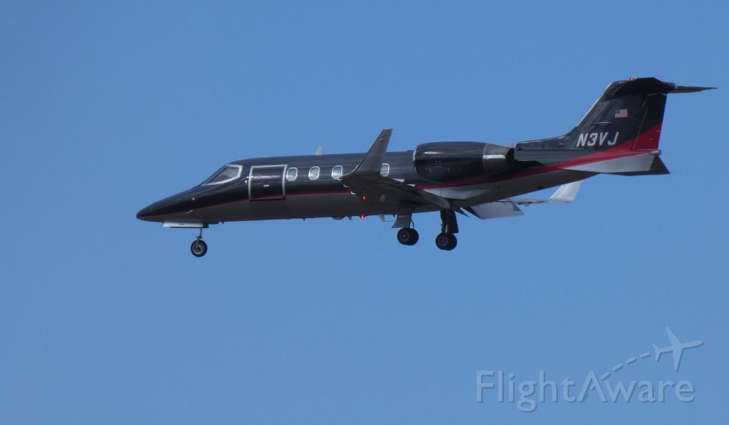 Learjet 31 (N3VJ) - On final is this 1991 Learjet 31A in the Winter of 2019. Currently configured for use as a Medevac.
