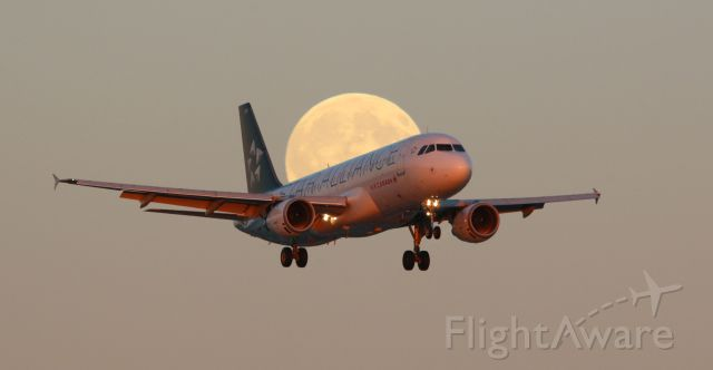Airbus A320 (C-FDRK) - Air Canada Airbus A320-211 with Star Alliance livery landing in front of the near full blue moon