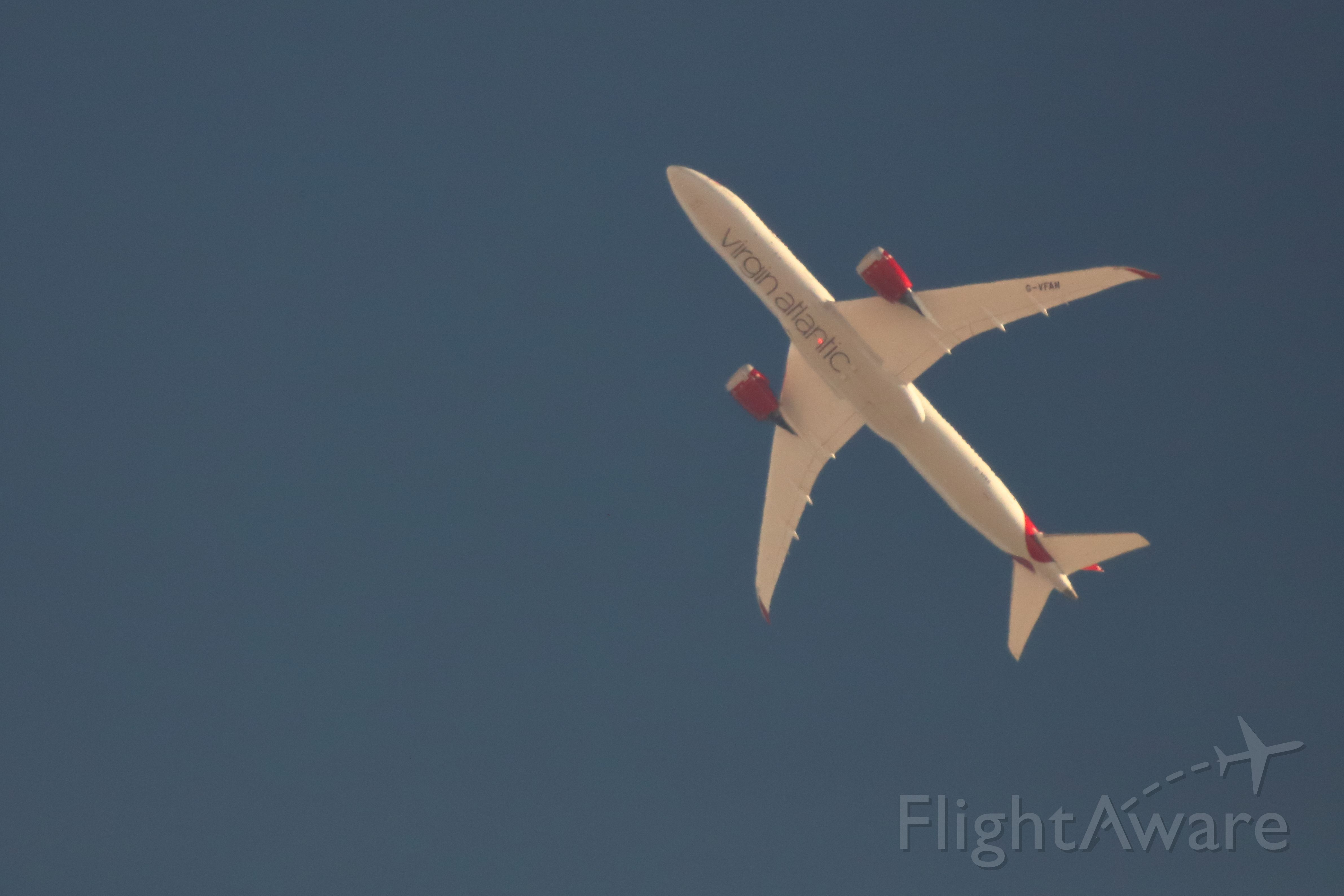 Boeing 787-9 Dreamliner (G-VFAN) - The aircraft passed over Pinon Hills CA at FL220 on it's way from LA to London.  This image was taken with a 600mm lens and 2x TC for a combined 1200mm of focal length.