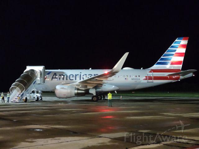 Airbus A320 (N90024)