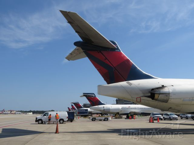 McDonnell Douglas MD-88 (N900DE) - Tail of the last MD-88 in Delta service, and MadDogs at the US major airlines. This is a scene that won't be replicated ever again: t-tails en-masse at ATL