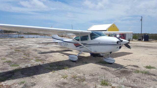 Cessna Skylane (N9758H) - Salt Cay, Turks and Caicos