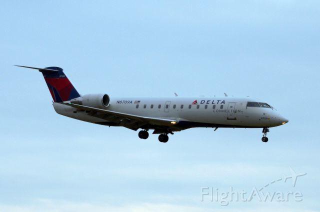 Canadair Regional Jet CRJ-200 (N8709A) - Approaching Ottawa's rwy 25 on 23-nov-12.