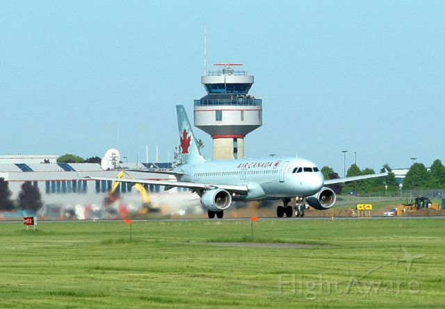 Airbus A320 (C-GJVT) - Departing for Vancouver from rwy 07R
