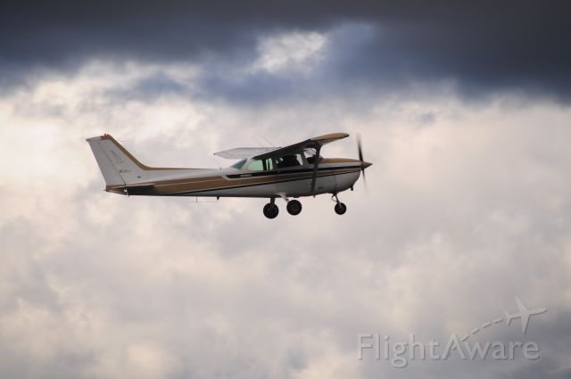Cessna 152 (N5184J) - Departing 8R on a rainy day.