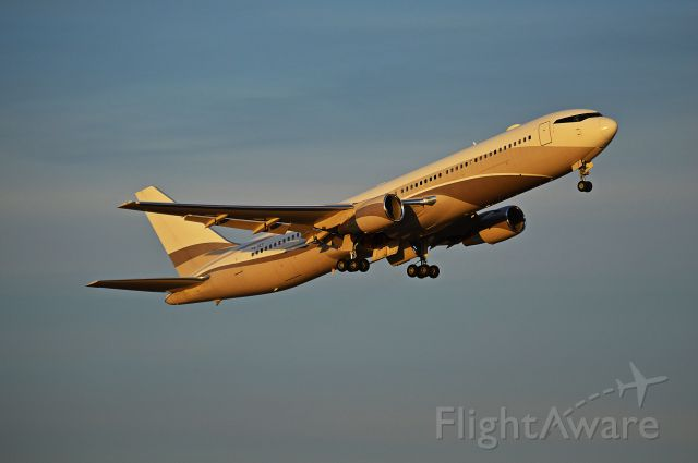 BOEING 767-300 (P4-MES)