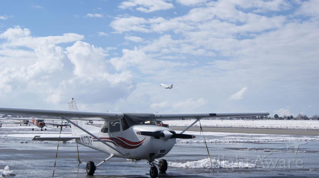 Cessna Skyhawk (N103KF) - N913LX just departed 21. Pretty sweet clouds forming to the south.