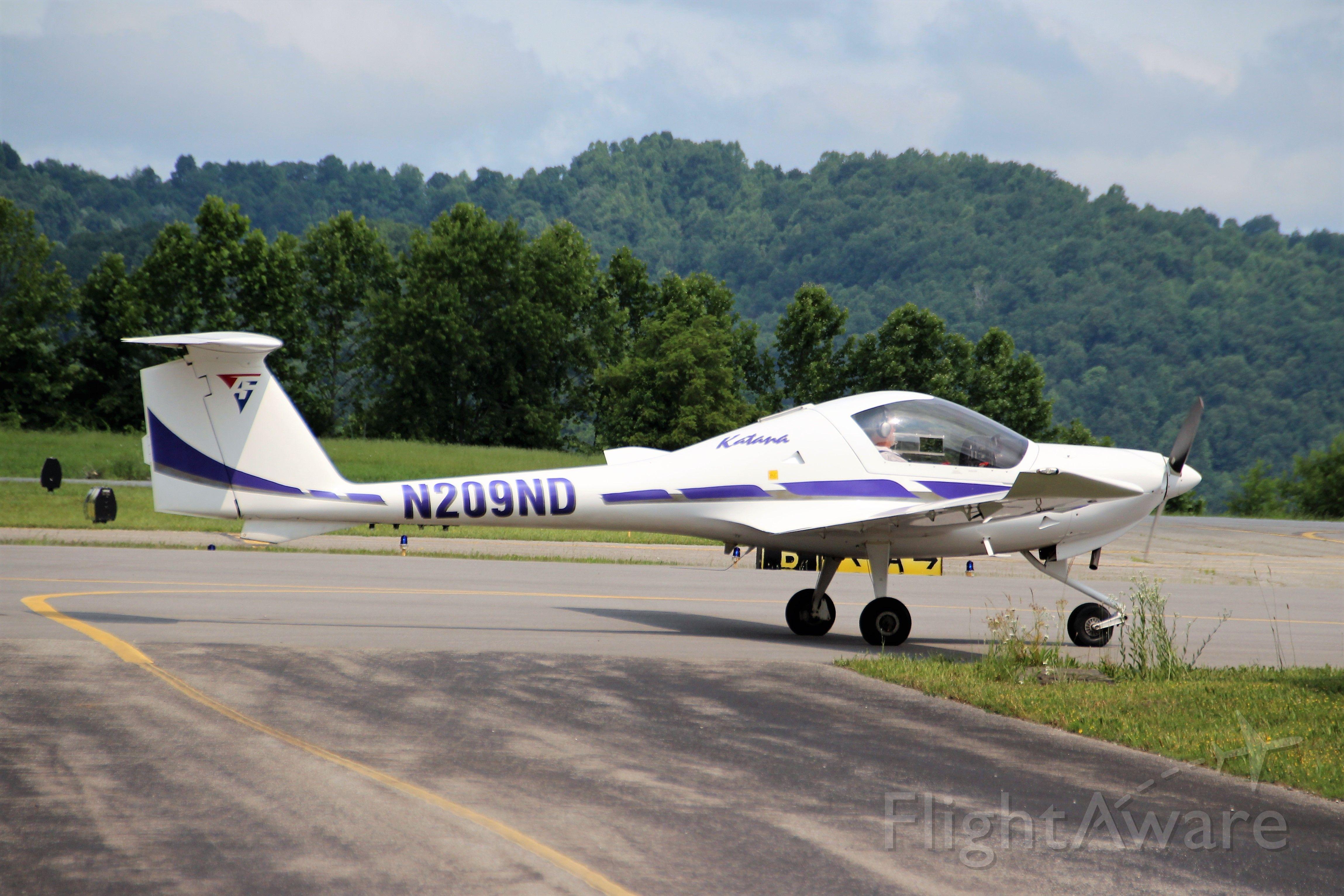 Diamond DA-20 (N209ND) - Logan County Airport. Logan, WV