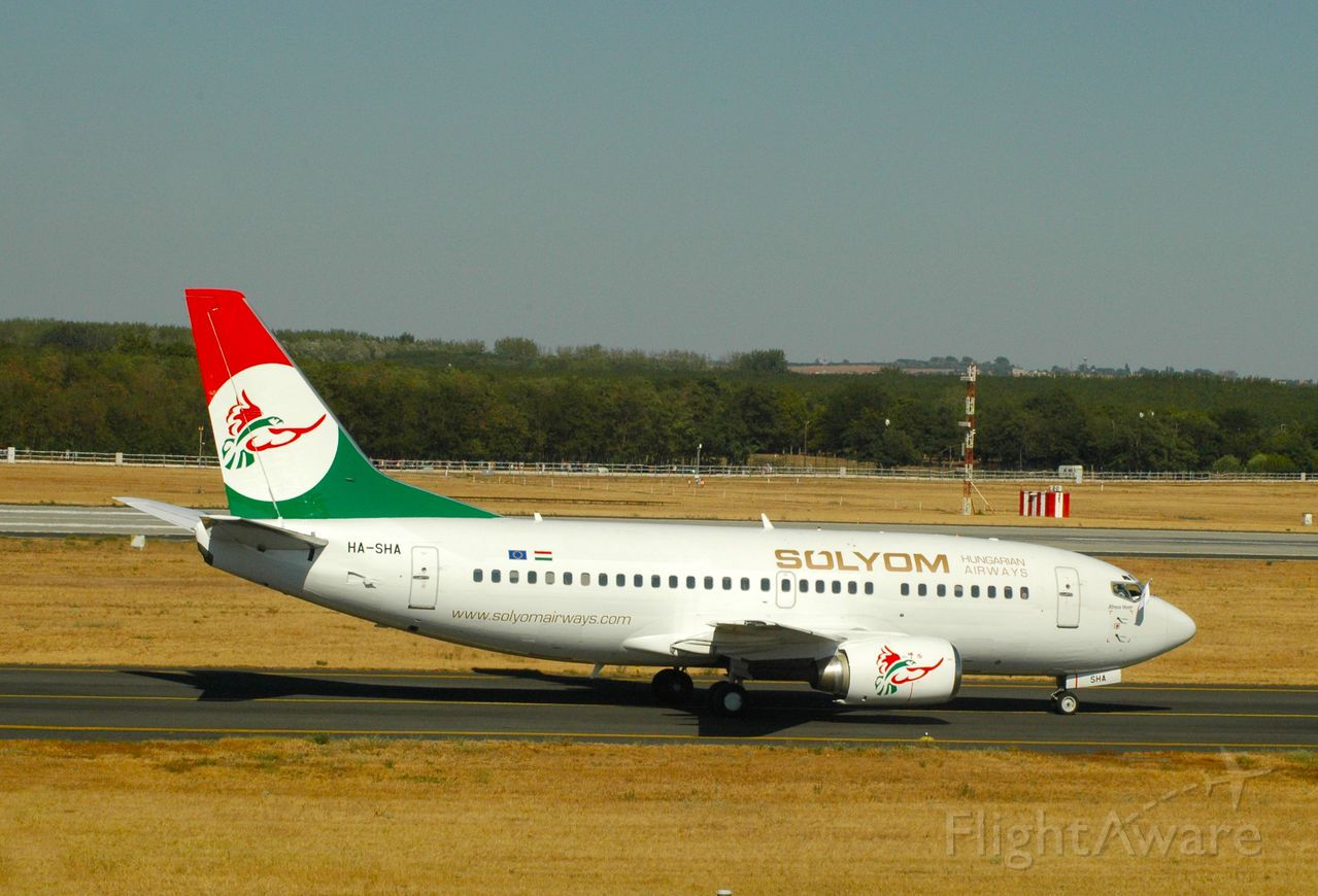 Boeing 737-700 (HA-SHA)