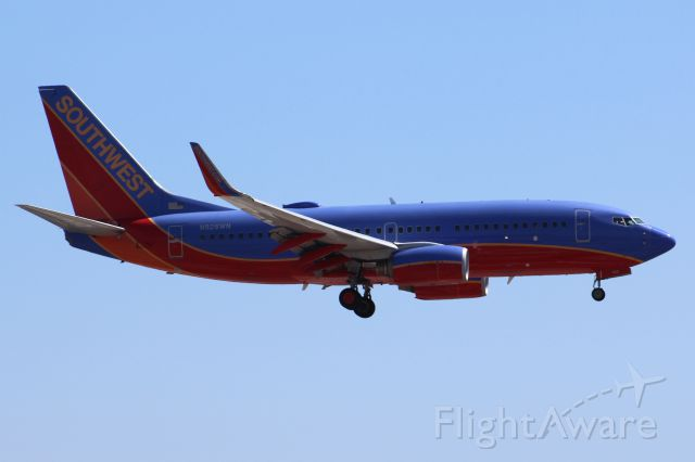 Boeing 737-700 (N928WN) - Landing 27