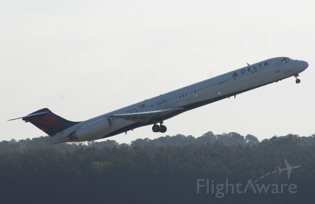 McDonnell Douglas MD-88 (N984DL) - My 500th photo on FA!
