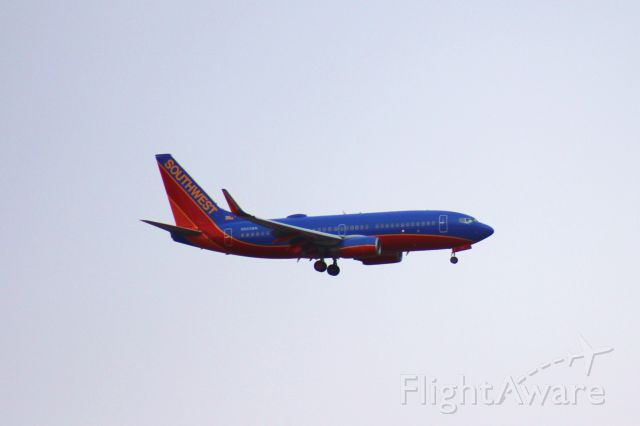 Boeing 737-700 (N933WN) - 011514 on final for Omaha