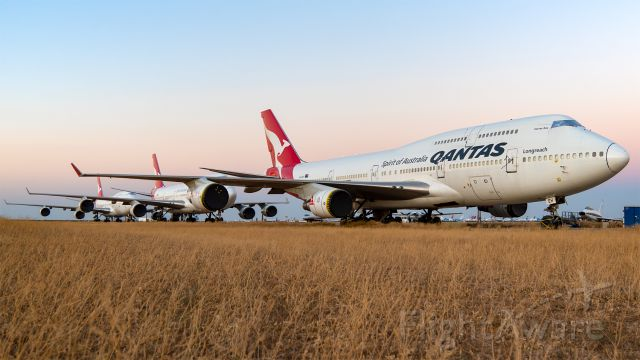 Boeing 747-400 (VH-OEH) - OEH and her sisters rest at Mojave. The following day, Wunala would join them, thus officially closing the book on the Qantas 747 operations.