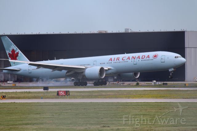 BOEING 777-300ER (C-FITL)