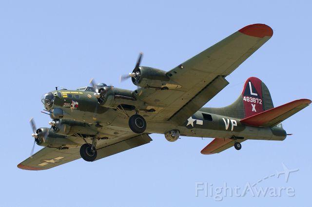 Boeing B-17 Flying Fortress (N7227C) - 12R approach