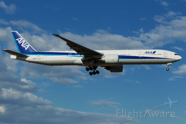 BOEING 777-300ER (JA782A)