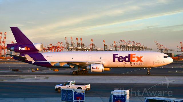 Boeing MD-11 (N588FE) - FedEx McDonnell Douglas MD-11F N588FE in Newark