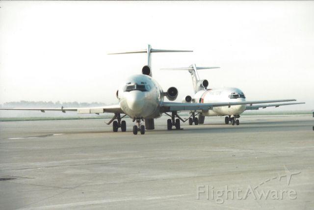 Boeing 727-100 (N930FT)