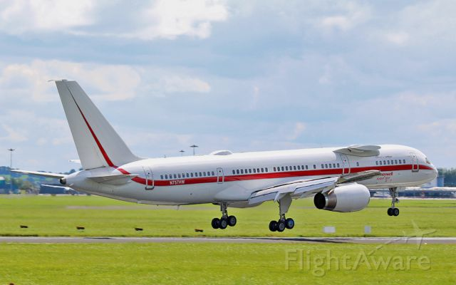 Boeing 757-200 (N757HW) - honeywell b757-200 engine test bed n757hw about to land at shannon today 7/8/15.