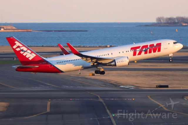 BOEING 767-300 (PT-MOA) - 'TAM 8165' to Sao Paulo departing off of 22L