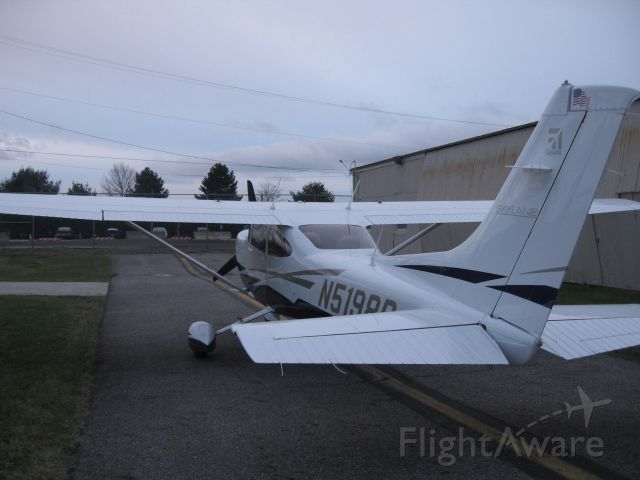 Cessna Skylane (N5198Q) - Last day a the old T5 at KYNG. Now moving over to the new Hangars.   No more birds!!