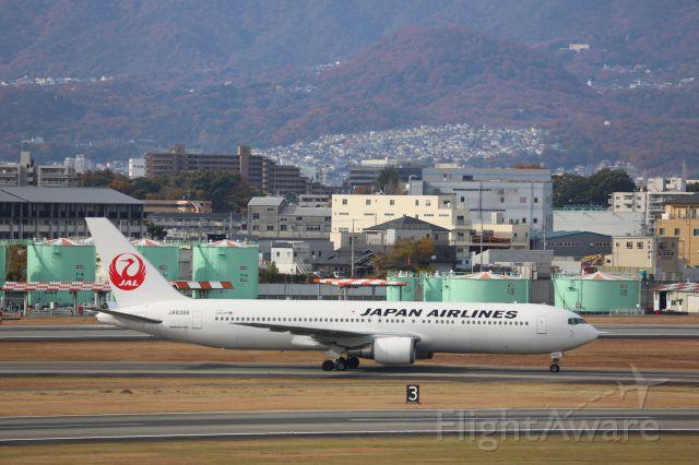 BOEING 767-300 (JA8398)