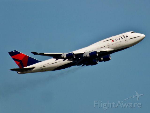 Boeing 747-400 (N665US)