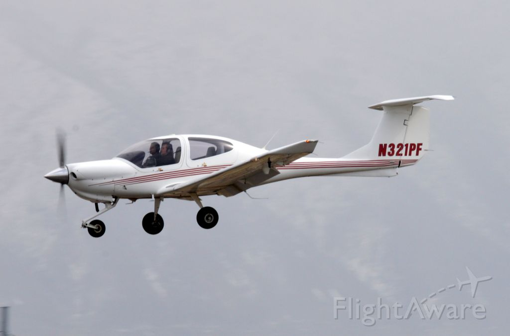 Diamond Star (N321PF) - On short final for 30 working the pattern.