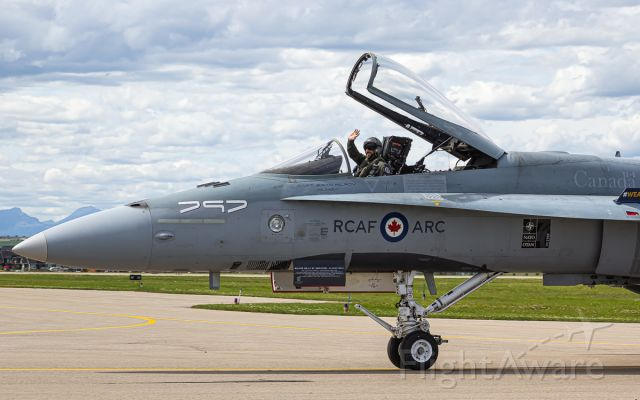 McDonnell Douglas FA-18 Hornet (18-8797)