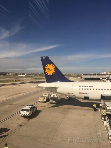 Airbus A320 (D-AIDO)