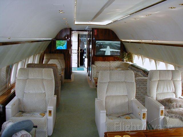 Boeing 737-700 (N737WH)
