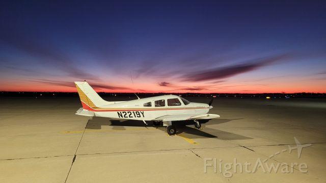 Piper Cherokee (N2219Y)