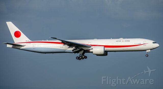 BOEING 777-300ER (80-1112)
