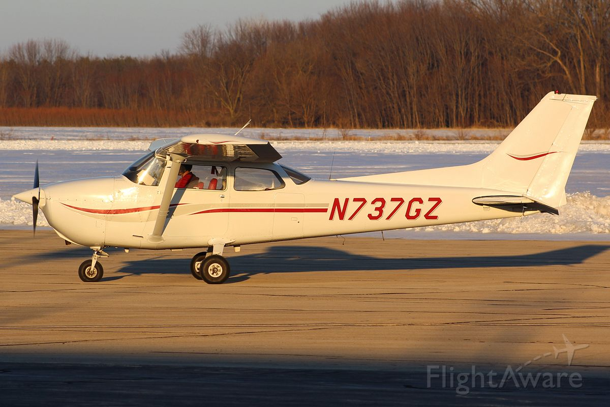Cessna Skyhawk (N737GZ) - Whiteside County Airport 22 January 2021. <br />This aircraft is owned by Sauk Valley Aviation. <br />Gary C Orlando Photo